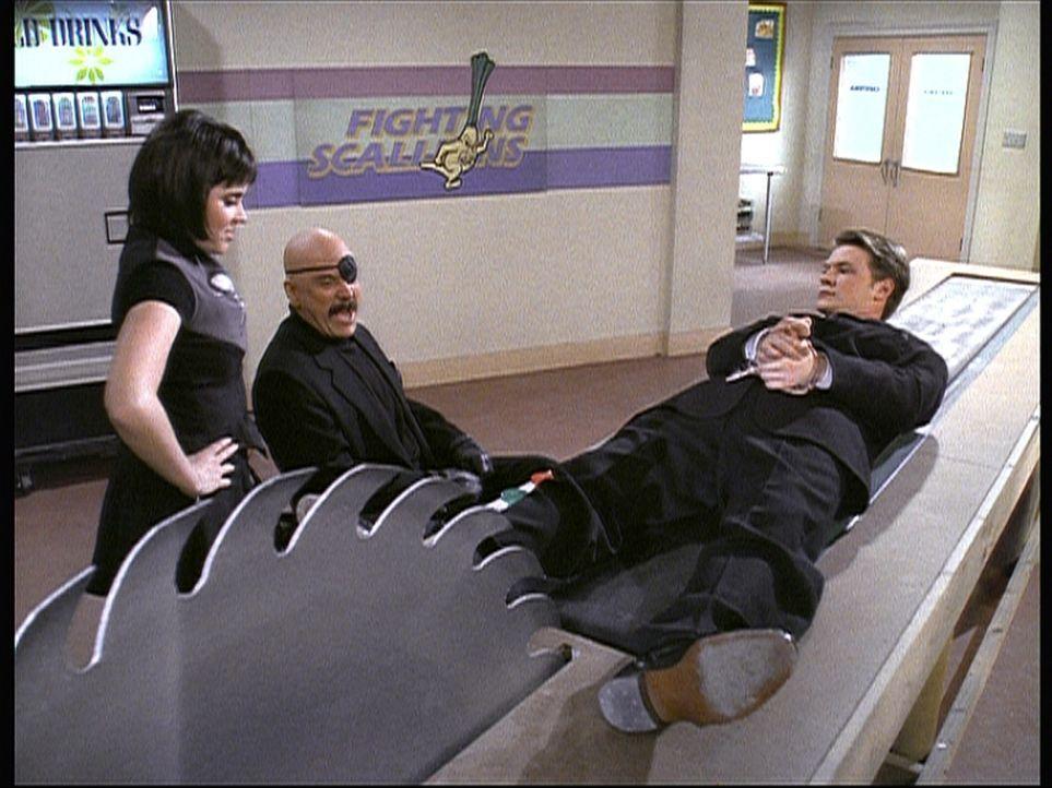 Libby (Jenna Leigh Green, l.), Mr. Kraft (Martin Mull, M.) und Harvey (Nate Richert, r.) spielen in Sabrinas Roman eine wichtige Rolle. - Bildquelle: Paramount Pictures