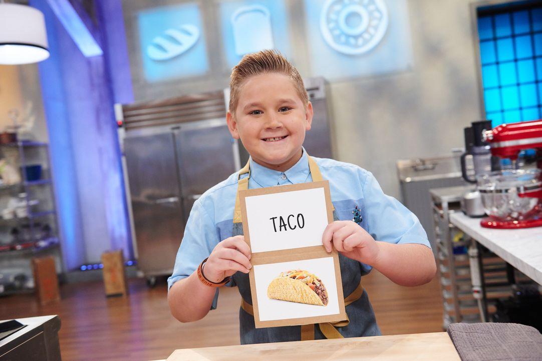 Wie wird Cody die Aufgabe, einen Kuchen in Taco-Form herzustellen, meistern? - Bildquelle: Eddy Chen 2014, Television Food Network, G.P. All Rights Reserved