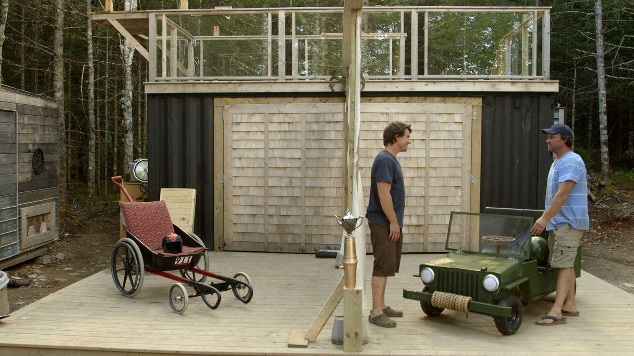 Auf Andrew (l.) und Kevin (r.) wartet eine neue Herausforderung. Sie wollen den perfekten Waagen für ein Seifenkistenrennen entwickeln ...