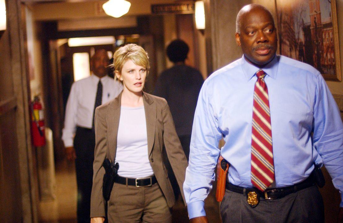 Ein neuer Hauptverdächtiger ist gefunden: Det. Lilly Rush (Kathryn Morris, l.) und Det. Will Jeffries (Thom Barry, r.) eilen zum Verhör ... - Bildquelle: Warner Bros. Television