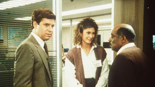 Holt (Fred McCarren, l.), Assistent eines Senators, arbeitet in Wahrheit für...