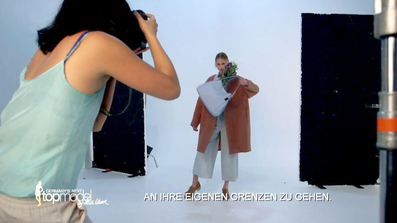 GNTM-Stf10-Epi09-Casting-Remix-Magazin-20-Darya-ProSieben - Bildquelle: ProSieben