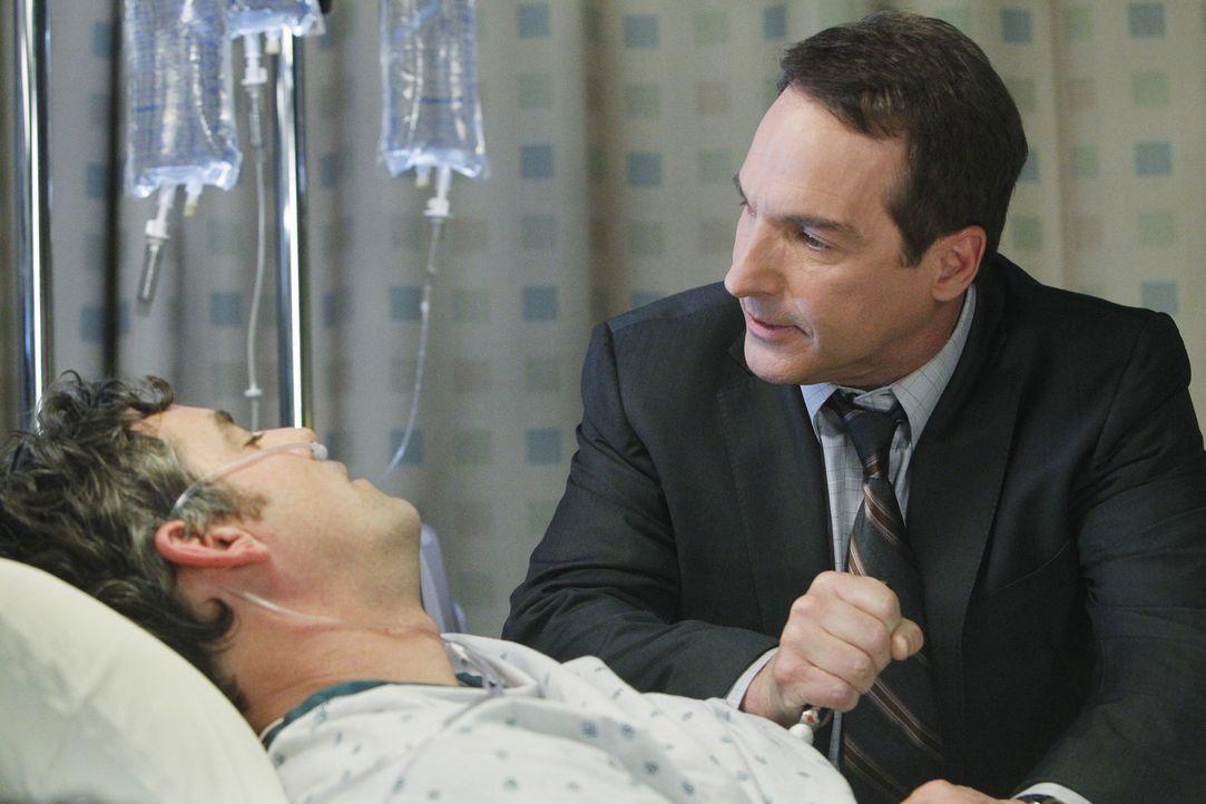 Während Addison Angst hat, ihre Mutter verloren zu haben, spricht Sheldon (Brian Benben, r.) mit Charlottes, Vergewaltiger Lee McHenry (Nicholas Br... - Bildquelle: ABC Studios
