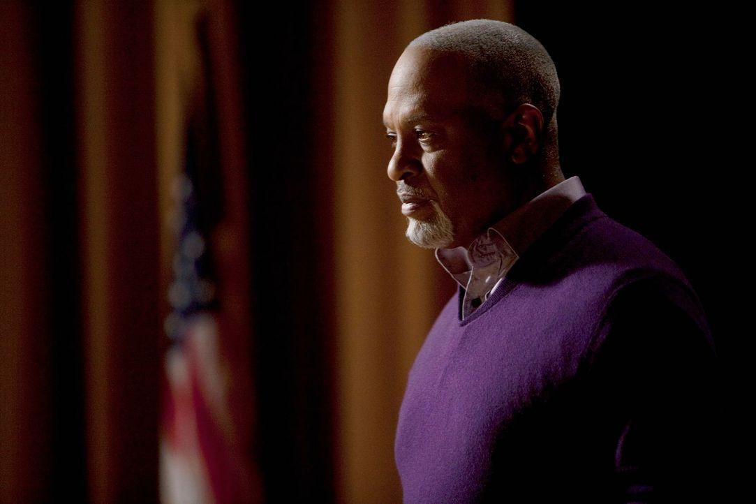 Durch eine Vortragsreihe, die Derek wieder eingeführt hat, reist Webber (James Pickens, Jr.) ins seine Vergangenheit zurück ... - Bildquelle: Touchstone Television