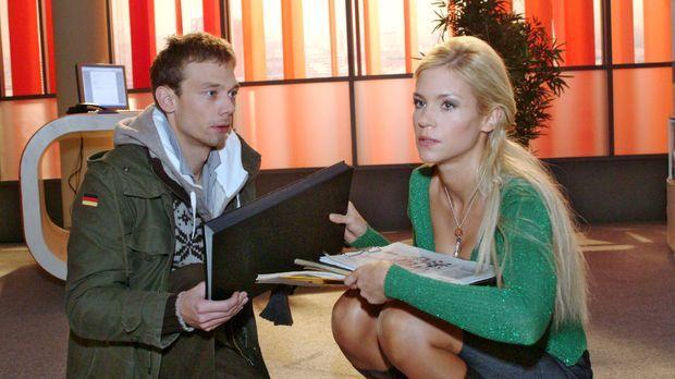Sabrina (Nina-Friederike Gnädig, r.) gibt Jürgen (Oliver Bokern, l.) endgülti...