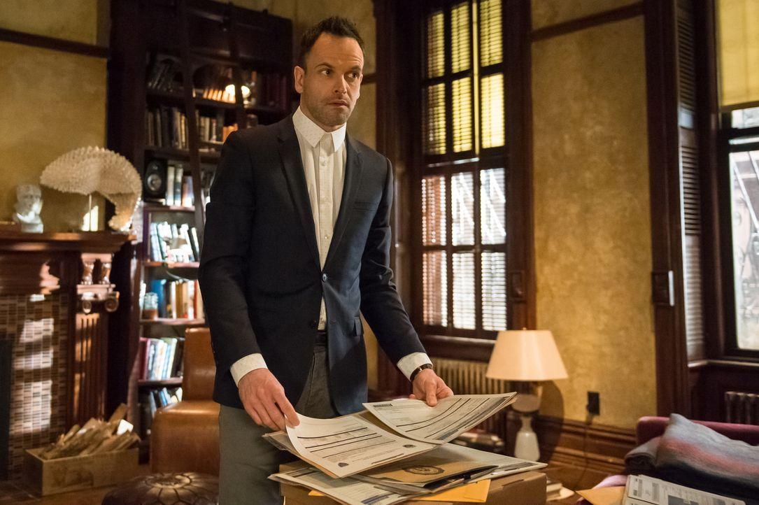 Wird Holmes (Jonny Lee Miller) die Frau noch rechtzeitig finden? - Bildquelle: CBS Television