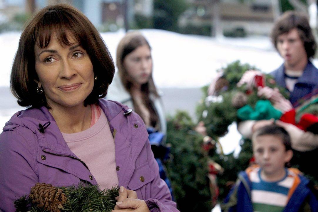 Nachdem sie gesehen hat, wie höflich andere Geschwister mit einander umgehen, will Frankie (Patricia Heaton) auch ihre Kinder zu einem freundlichere... - Bildquelle: Warner Brothers