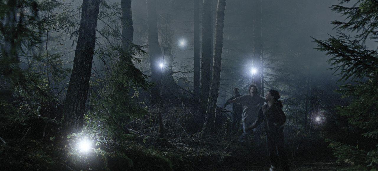 Die Insel der verlorenen Seelen gibt viele und gefährliche Rätsel auf für Lulu (Sara Langebæk Gaarmann, vorne) und ihre Freunde ...