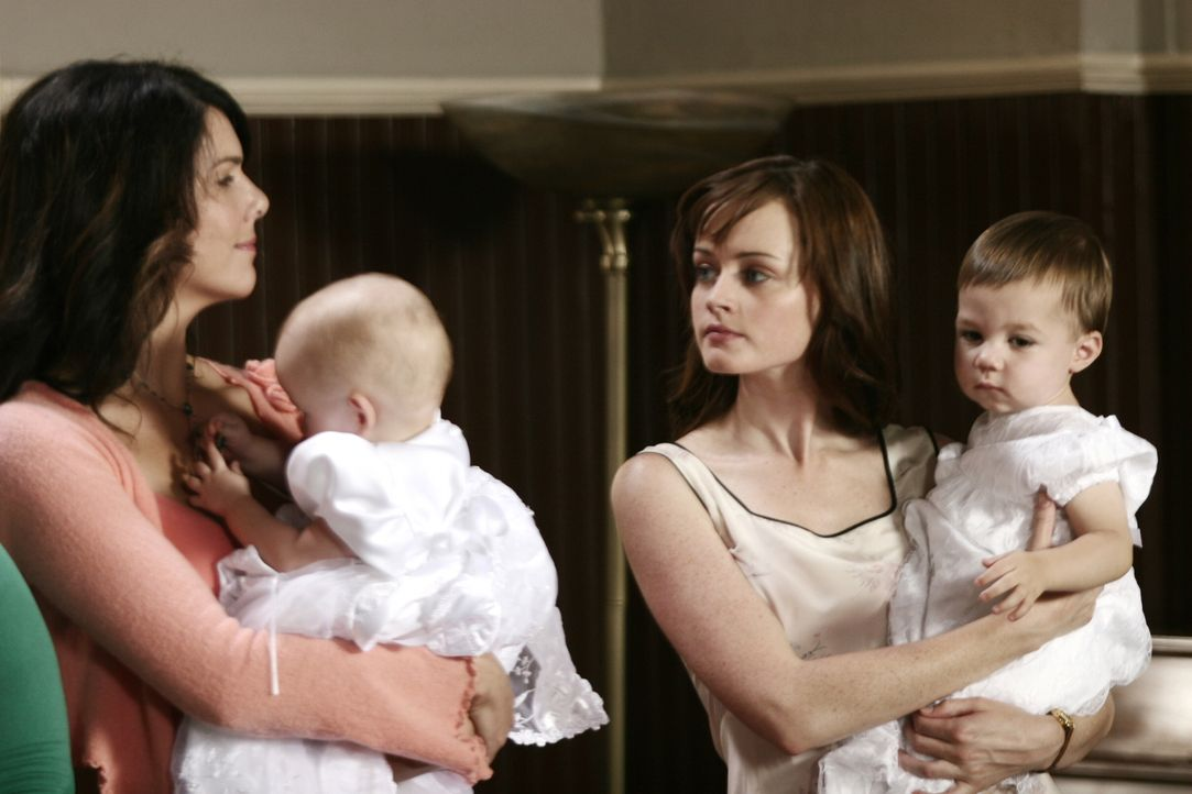 Um das Schweigen zwischen Lorelai (Lauren Graham, l.) und Rory (Alexis Bledel, r.) endlich zu beenden, hat Sookie einen Plan ausgeheckt. Sie will, d... - Bildquelle: Copyright Warner Brother International Television.