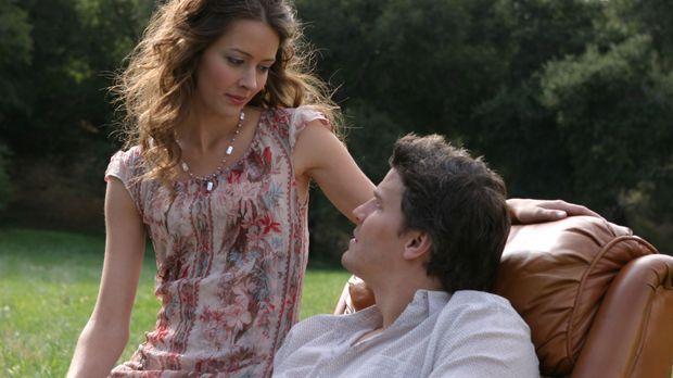 In einem Alptraum von Angel (David Boreanaz, r.) taucht Fred (Amy Acker, l.)...