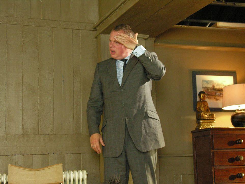 Am Tag danach wird Doc Martin (Martin Clunes) klar, dass er unter Alkoholeinfluss Louisa viel mehr anvertraut hat, als er je beabsichtigt hatte ... - Bildquelle: BUFFALO PICTURES/ITV