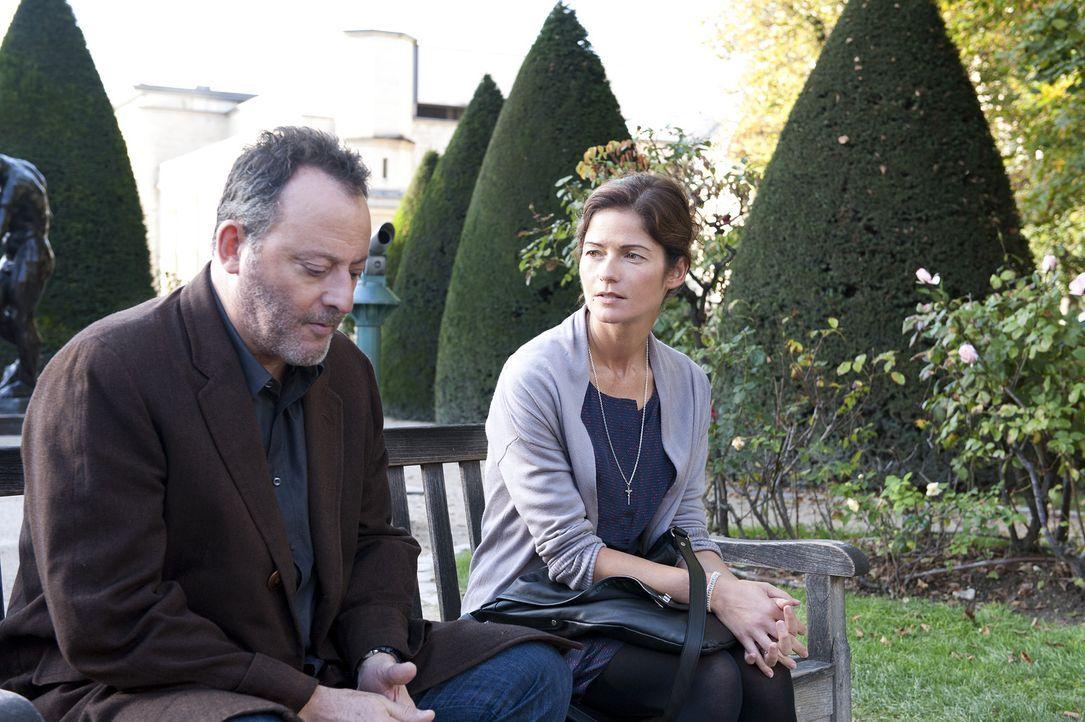 Karyn (Jill Hennessy, r.) weiß, was Jo St-Clair (Jean Reno, l.) belastet und möchte, dass er von seiner Vergangenheit loslässt. Um ihm zu beweise... - Bildquelle: Stéphanie Dupont Atlantique Productions