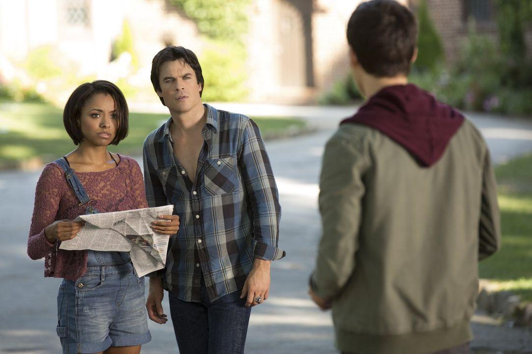 Damon (Ian Somerhalder, M.), Bonnie (Kat Graham, l.) und Kai (Chris Wood, r.) sitzen immer noch in der Zeitschleife fest ... - Bildquelle: Warner Bros. Entertainment, Inc
