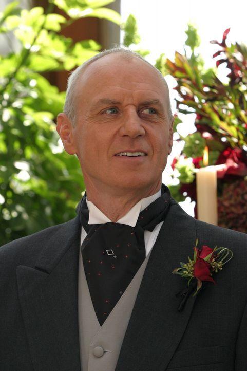 Ist begeistert von der Schönheit seiner Braut: Caleb (Alan Dale) ... - Bildquelle: Warner Bros. Television