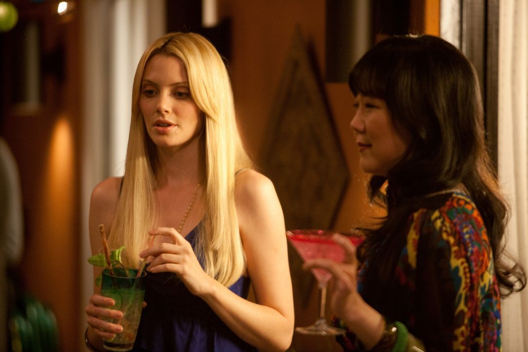 Eine unliebsame Überraschung gibt es für Jane als Teri (Margaret Cho, r.) ihr mitteilt, dass sie ihren 32. Geburtstag hat, doch in Debs Körper wa... - Bildquelle: 2009 Sony Pictures Television Inc. All Rights Reserved.