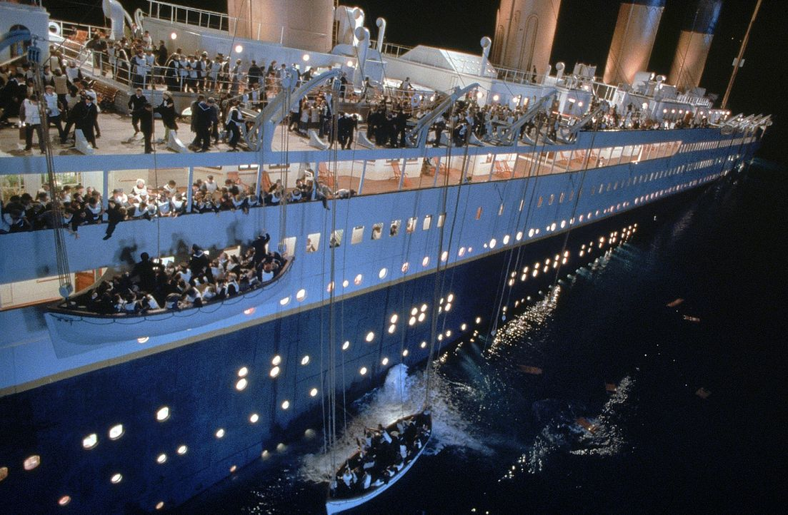 England 1912. Die Jungfernfahrt der Titanic, des größten und luxuriösesten Passagierdampfschiff seiner Zeit. Eines Tages jedoch rammt die Titanic... - Bildquelle: 20th Century Fox