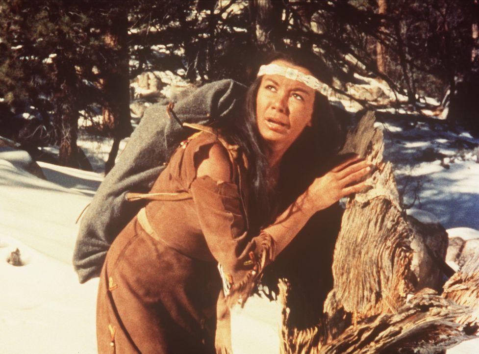 Eine Indianerin (Chana Eden) ist auf der Flucht vor ihrem Stamm, weil sie das Kind eines Weißen erwartet. - Bildquelle: Paramount Pictures