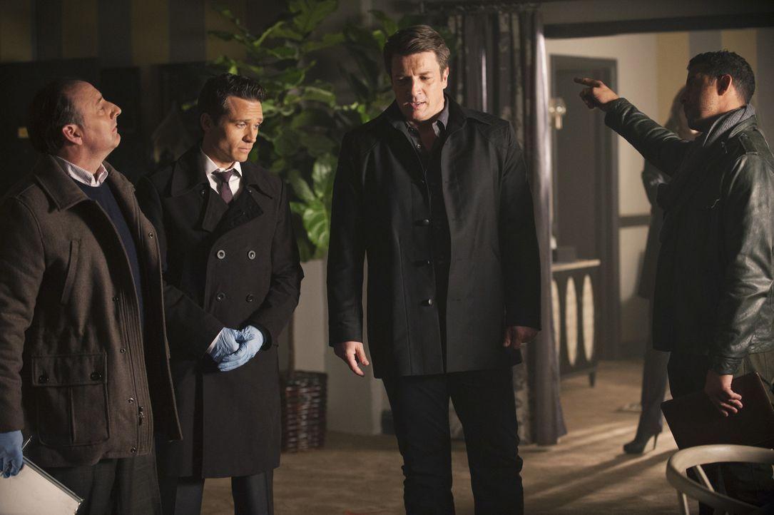 Obwohl Castle (Nathan Fillion, 2.v.r.) nicht mehr für die Polizei und an der Seite von Beckett arbeiten darf, taucht er am Tatort auf und möchte mit... - Bildquelle: ABC Studios