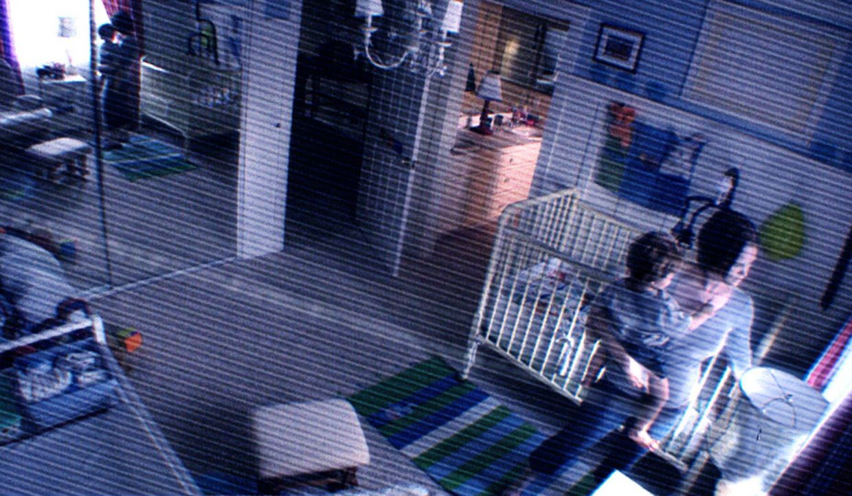 Ahnt nicht, dass ihr Sohn Hunter (Tim Clemens, l.) ins Visier schrecklich böser Kräfte geraten ist: Kristi (Sprague Grayden, r.) ... - Bildquelle: 2010 by Paramount Pictures. All Rights Reserved.