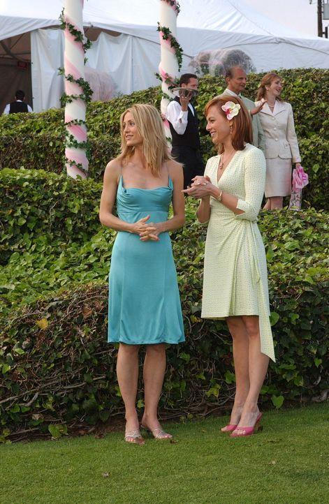 Kann die Dreistigkeit von Julie (Melinda Clarke, r.) nicht fassen: Kirsten (Kelly Rowan, l.) ... - Bildquelle: Warner Bros. Television