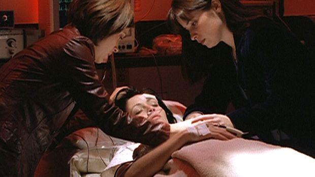 Phoebe (Alyssa Milano, l.) und Piper (Holly Marie Combs, r.) machen sich groß...
