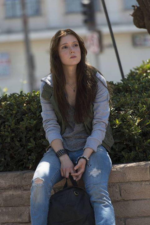 Warum beschädigt die junge, etwas verwirrte Brooke (Hayley McFarland) die vom Club betriebene Eisdiele und Tigs Motorrad? - Bildquelle: 2013 Twentieth Century Fox Film Corporation and Bluebush Productions, LLC. All rights reserved.