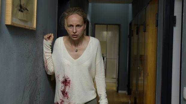 Ärztin Nora (Petra Schmidt-Schaller) ist in einem Albtraum gefangen: Jemand h...