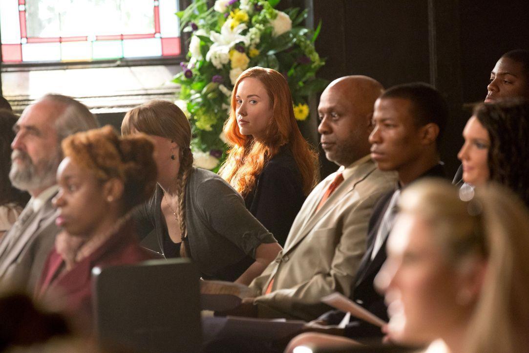 Genevieve ist auch unter den Besuchern - Bildquelle: Warner Bros. Entertainment Inc.