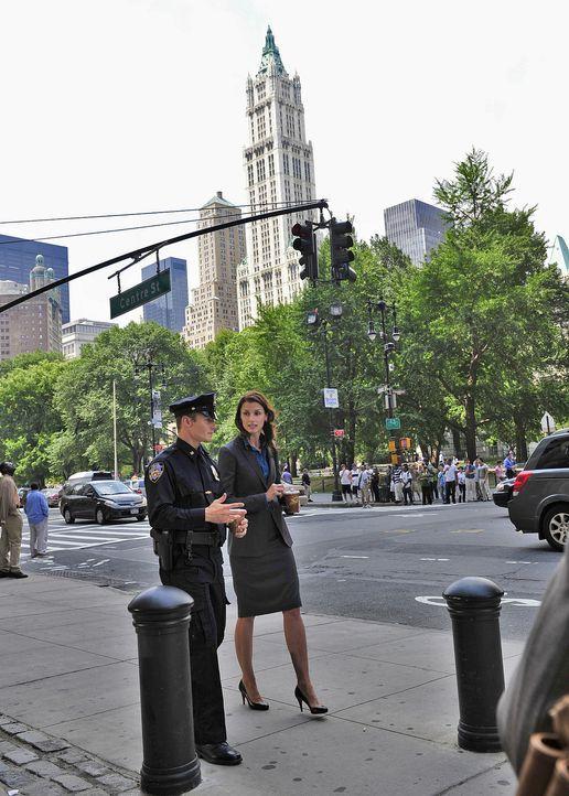 Während der gemeinsamen Mittagspause bittet Jamie (Will Estes, l.) seine Schwester Erin (Bridget Moynahan, r.) bezüglich seiner Eheprobleme um Rat .... - Bildquelle: 2010 CBS Broadcasting Inc. All Rights Reserved