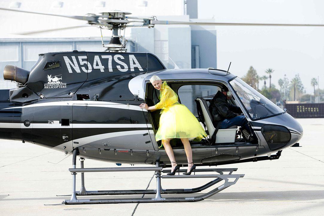 GNTM-Stf10-Epi06-Helikopter-Shooting-67-Lisa-ProSieben-Richard-Huebner - Bildquelle: ProSieben/Richard Huebner