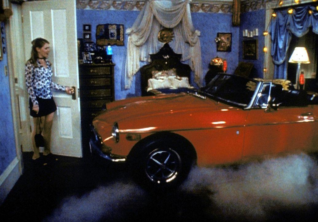 Sabrinas (Melissa Joan Hart, l.) größter Wunsch, ein eigenes Auto, ist in Erfüllung gegangen. - Bildquelle: Paramount Pictures