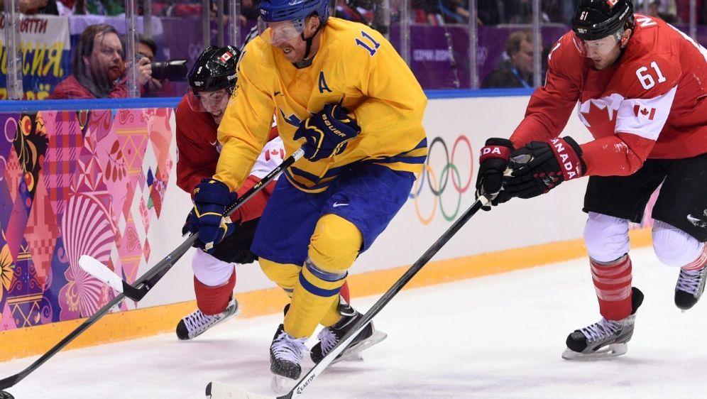 Rick Nash (r.) im Olympia-Finale 2014 gegen Schweden - Bildquelle: AFPSIDANDREJ ISAKOVIC