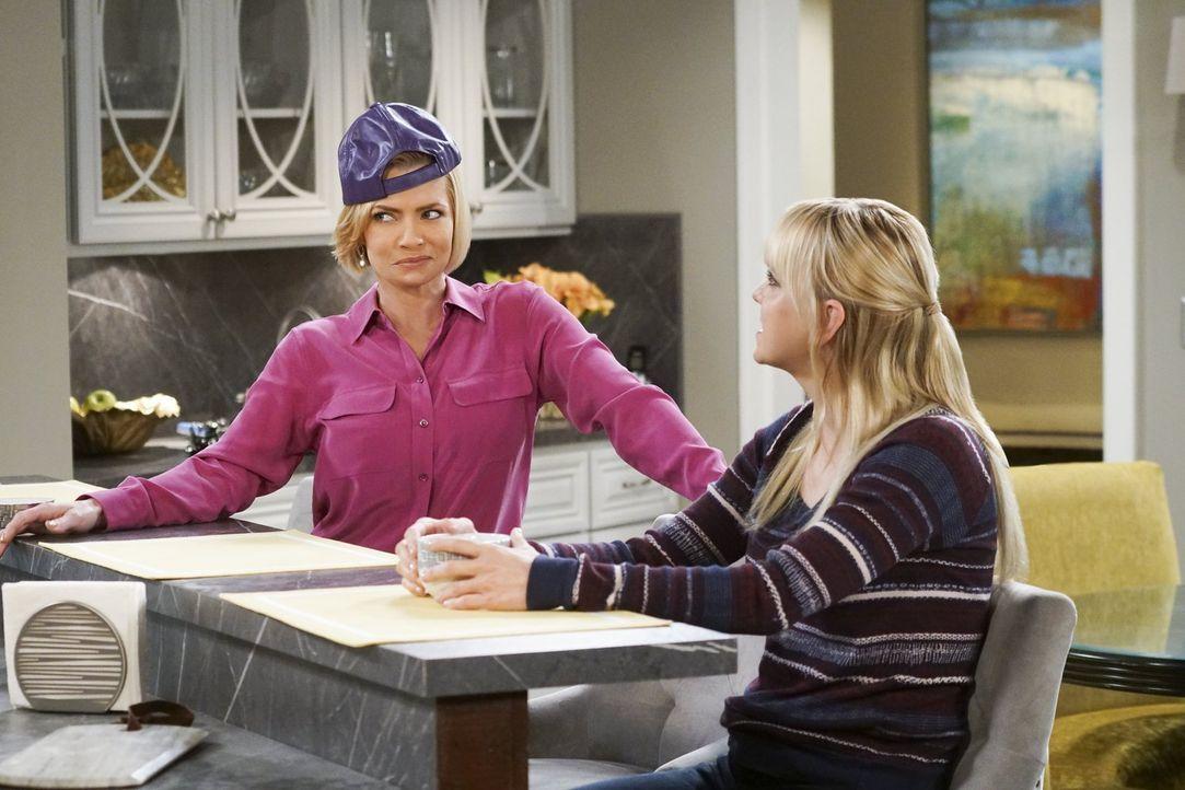 Mutter zu sein hat Jill (Jaime Pressly, l.) sich viel leichter vorgestellt. Zum Glück steht Christy (Anna Faris, r.) ihr bei ihrer neuen Aufgabe bei... - Bildquelle: 2016 Warner Bros. Entertainment, Inc.