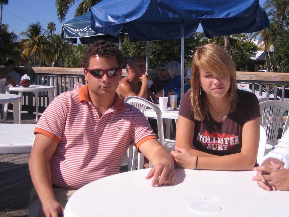 Familie Schiller lebt sich gerade in den USA ein: Mark und seine Schwester Maren - Bildquelle: kabel eins