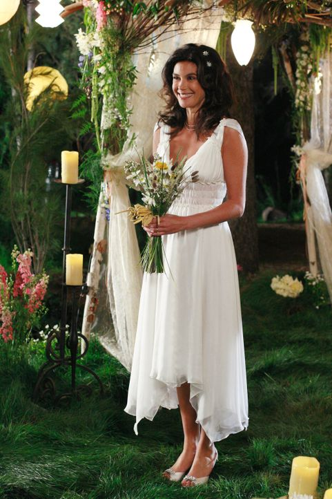 Um Mike zu zeigen, dass sie ihn wirklich liebt, hat Susan (Teri Hatcher) nur eine ganz kleine Hochzeitsfeier organisiert ... - Bildquelle: 2005 Touchstone Television  All Rights Reserved