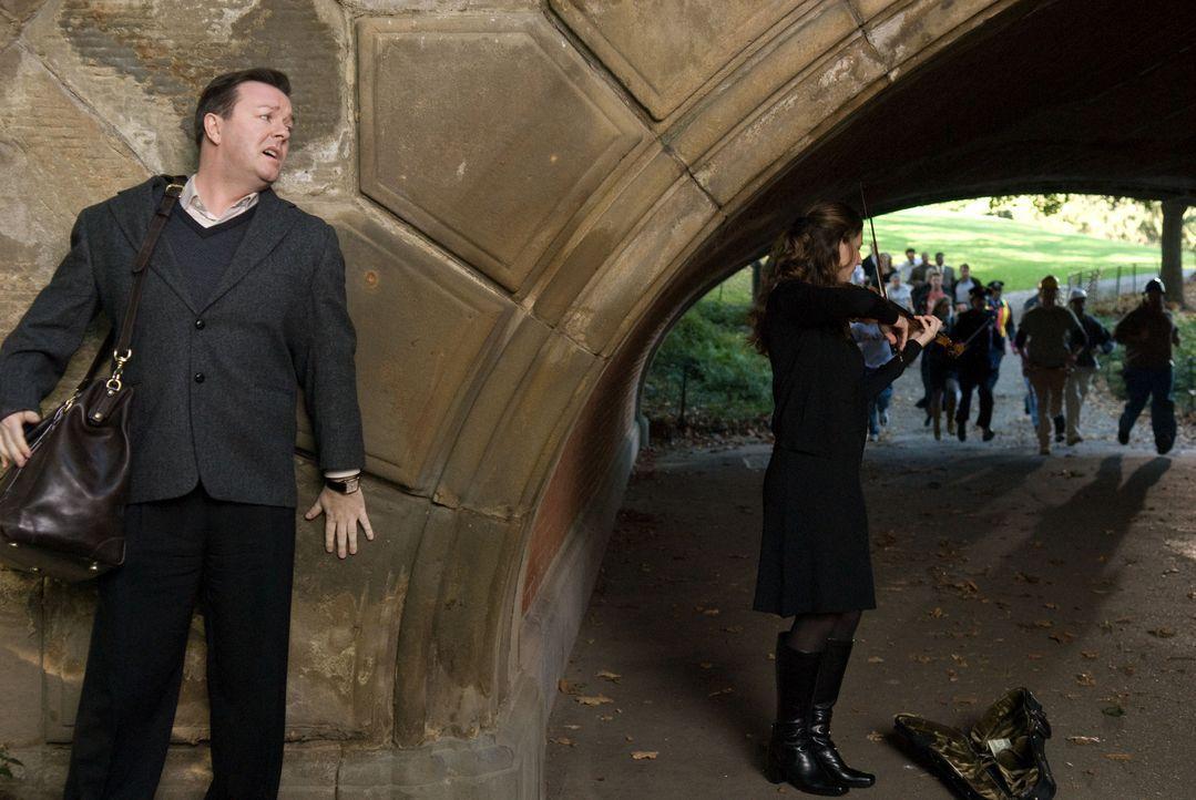 Wieder unter den Lebenden, ist Pincus (Ricky Gervais, l.) plötzlich in der Lage, Geister zu sehen, die in der Zwischenwelt gefangen sind. Diese hab... - Bildquelle: MMVIII DREAMWORKS LLC AND SPYGLASS ENTERTAINMENT FUNDING, LLC. All rights reserved.