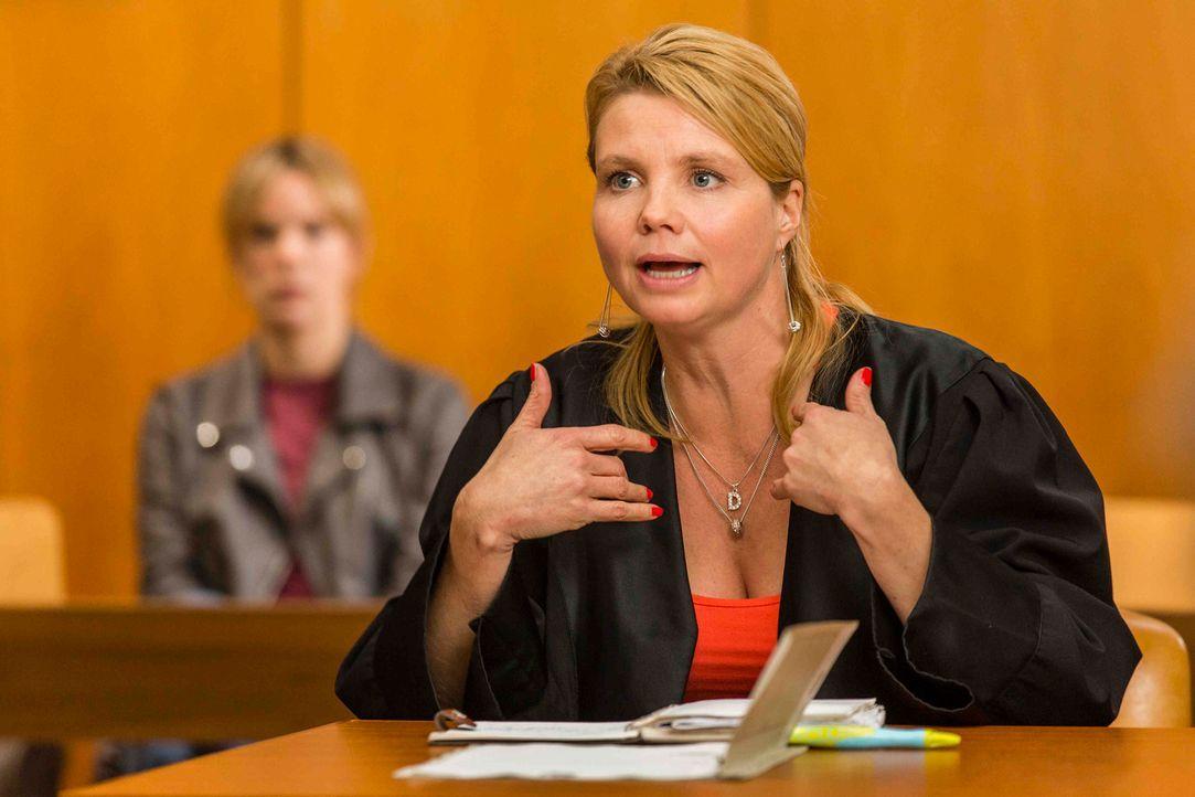 Ein neuer Fall wartet auf Danni Lowinski (Annette Frier) ... - Bildquelle: Frank Dicks SAT.1