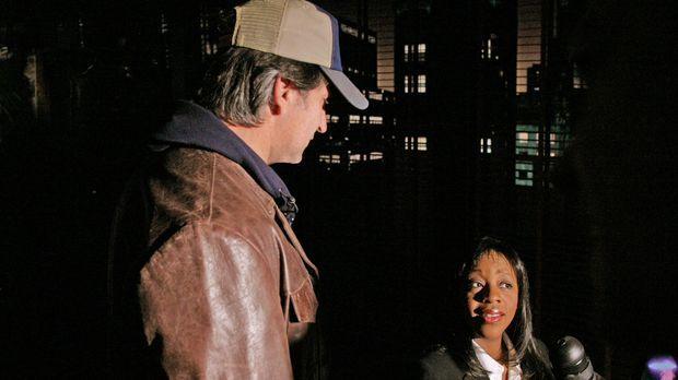 Vivian Johnson (Marianne Jean-Baptiste, r.) kann Jack Malone (Anthony LaPagli...