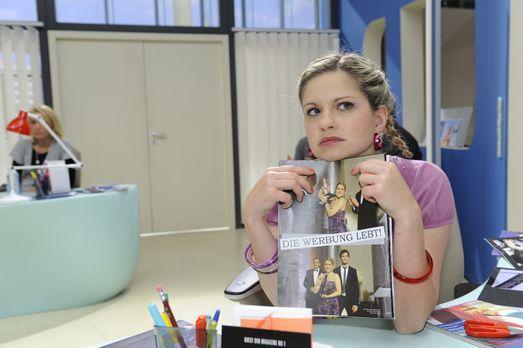 Anna und die Liebe - Mia (Josephine Schmidt) ist traurig darüber, dass sie un...