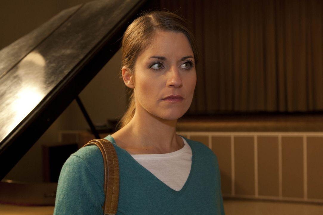 Bea (Vanessa Jung) will als Lehrerin an die Schule zurückkommen - was Ben nicht verstehen kann. - Bildquelle: SAT.1