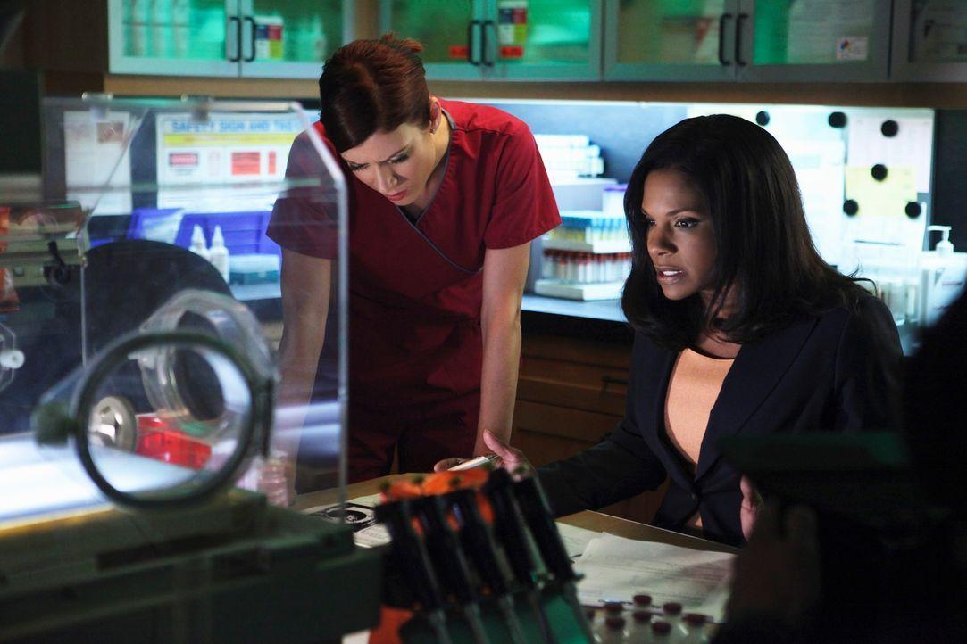 Es herrscht schlechte Stimmung, da den Ärzten ein Fehler unterlaufen ist: Addison (Kate Walsh, l.) und Naomi (Audra McDonald, r.) ... - Bildquelle: ABC Studios