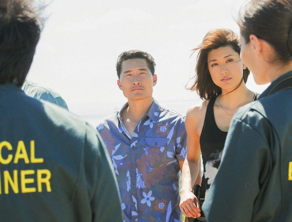 Zivilisten wurden von einer bewaffneten Drohne angegriffen. Chin (Daniel Dae Kim, 2.v.l.), Kono (Grace Park, 2.v.r.), Max (Masi Oka, l.) und Mindy (... - Bildquelle: 2014 CBS Broadcasting Inc. All Rights Reserved.