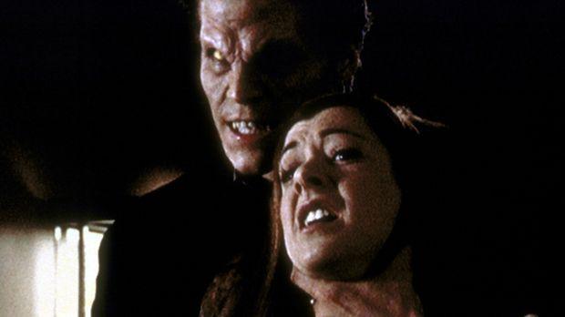 Angel (David Boreanaz, l.) hat sich verwandelt. Der Fluch, der ihm ein Gewiss...
