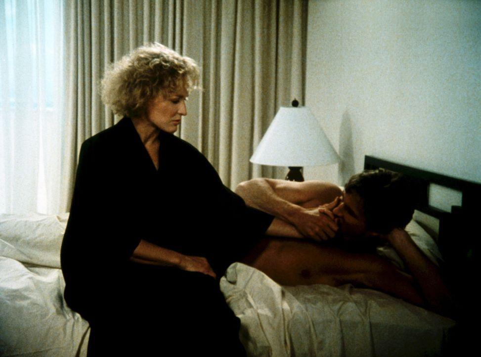 In Teddy (Glenn Close, l.) tauchen langsam Zweifel auf, ob Jack (Jeff Bridges, r.) wirklich unschuldig ist und ihre Liebe nicht nur missbraucht... - Bildquelle: Columbia Pictures