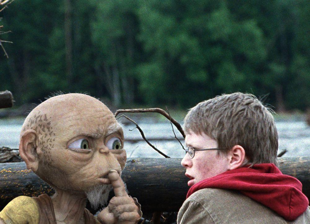 Der 605 Jahre alte Druide Oki hat einen ganz eigenen Grund, warum er gemeinsam mit Tim (Lukas Schust) die sagenumwobene Nessie finden will. Und dies... - Bildquelle: Chris Hirschhäuser SAT.1