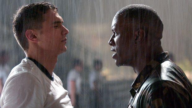 Obwohl es sein Lebenstraum war, übersteht Jake Huard (James Franco, l.) nur m...