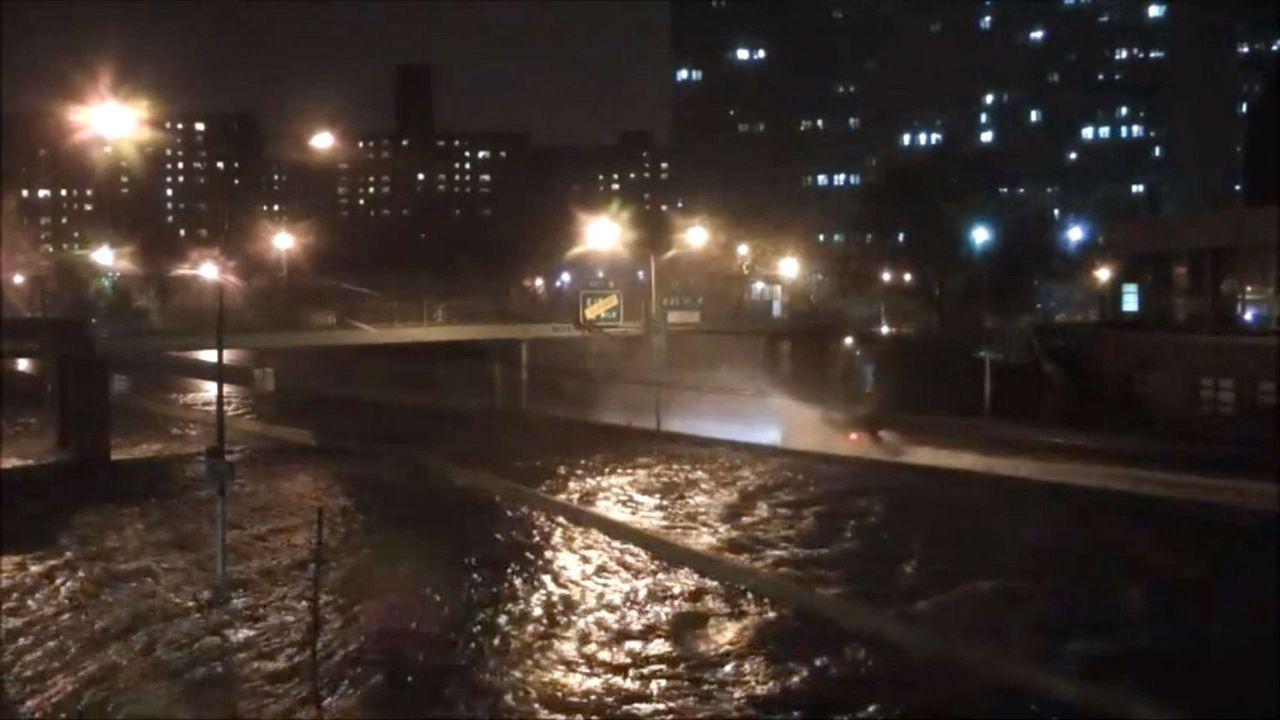 Hurrikan Sandy verwüstete nicht nur Küstengebiete, sondern auch in den Städten waren die Auswirkungen massiv. Denn die Gewalt von tropischen Wirbels... - Bildquelle: 2012 SKY VISION in association with SKY NEWS ALL RIGHTS RESERVED.