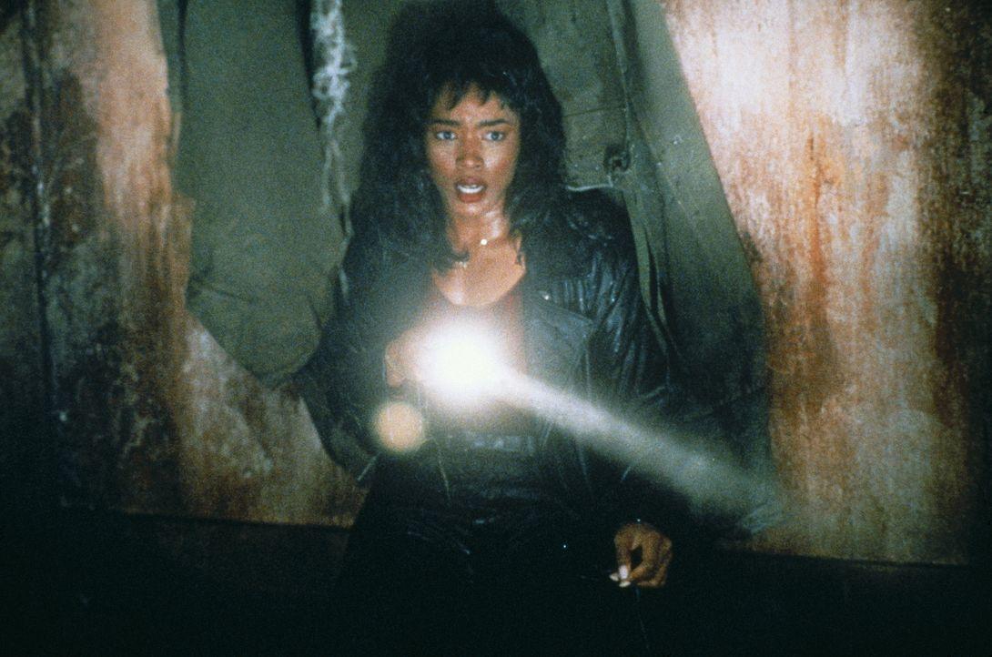Die von Albträumen geplagte Kommissarin Rita (Angela Bassett) erstickt in Arbeit: Nacht für Nacht findet auf New Yorker Strassen ein Szenario des Gr... - Bildquelle: Paramount Pictures