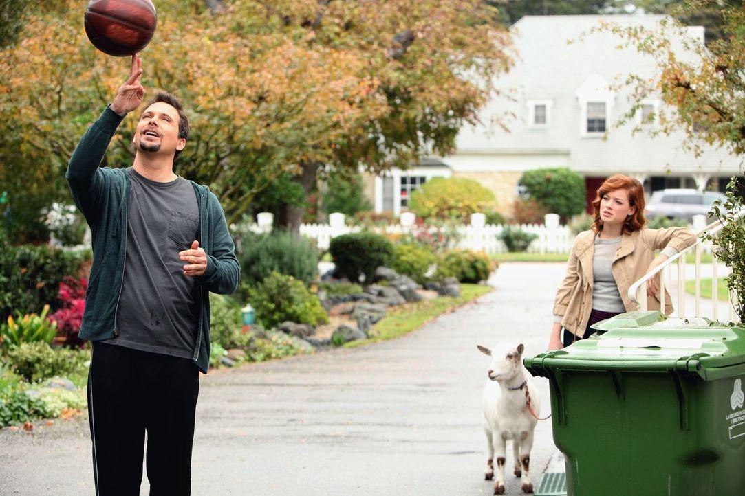 George (Jeremy Sisto, l.) hat enorme Schwierigkeiten mit der Situation, dass seine Tochter Tessa (Jane Levy, r.) nun einen Freund hat. Und als er da... - Bildquelle: Warner Brothers