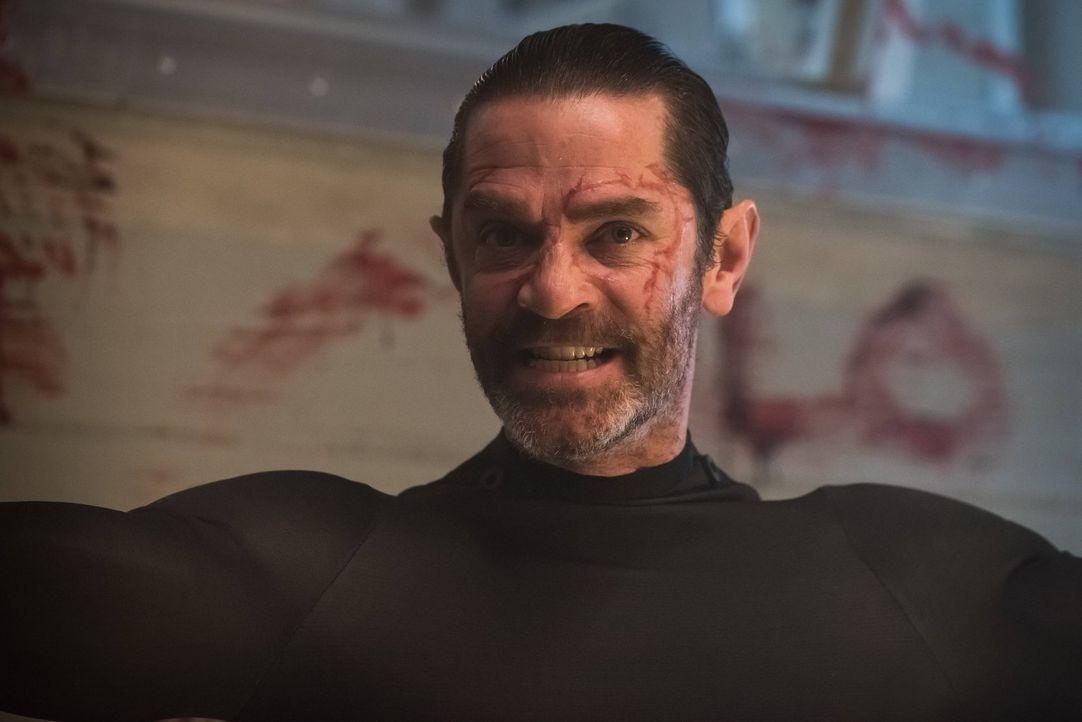 Galavan (James Frain) kann sich nicht mehr an seine Vergangenheit erinnern. Dr. Strange verleiht ihm daraufhin eine neue Persönlichkeit ... - Bildquelle: Warner Brothers